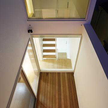 case085_balcony